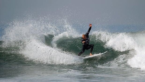 kelly-slater-lowers-pro-surfing-960.jpg