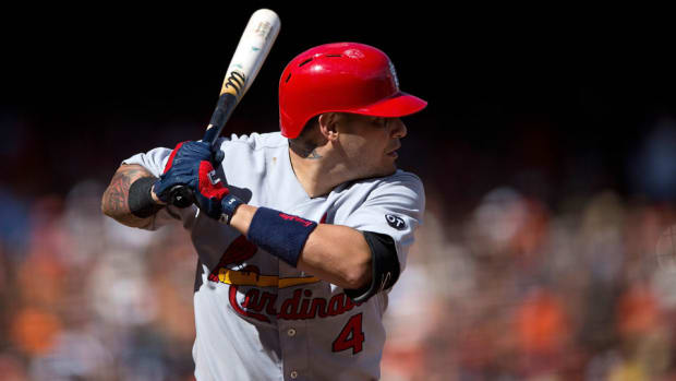 yadier-molina-thumb-injury-surgery-st-louis-cardinals.jpg
