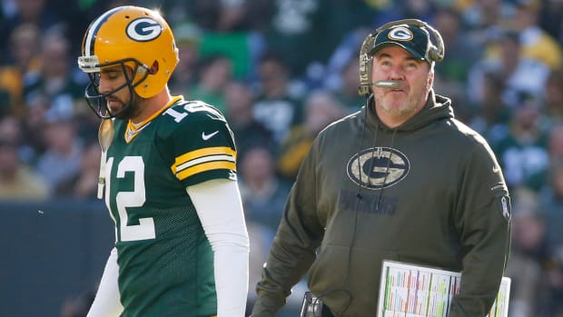 Mike McCarthy has to help Rodgers out IMAGE