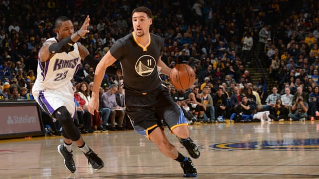 klay-thompson-warriors-injury-bucks.jpg