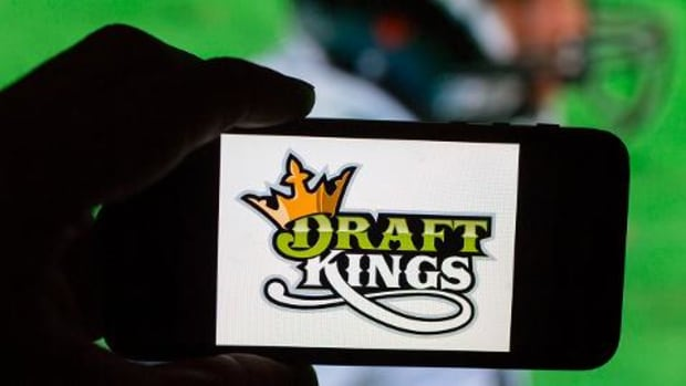 DraftKings, FanDuel declared illegal gambling in Illinois - IMAGE