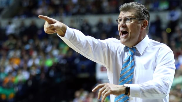 Geno Auriemma: Men's college basketball 'behind the times' IMAGE