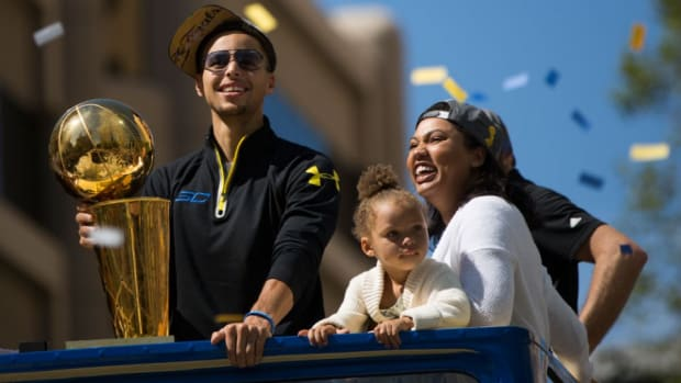 Watch: Riley Curry collects confetti, helps clean up at Warriors parade