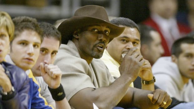 Karl Malone is willing to 'knuckle up' whenever Kobe Bryant wants