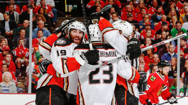 2157889318001_4251248814001_ducks-defeat-blackhawks-in-game-3.jpg
