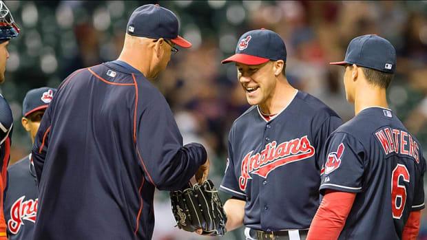 david-murphy-indians-pitching.jpg