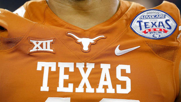 Texas reaches record 15-year deal, remains with Nike - IMAGE