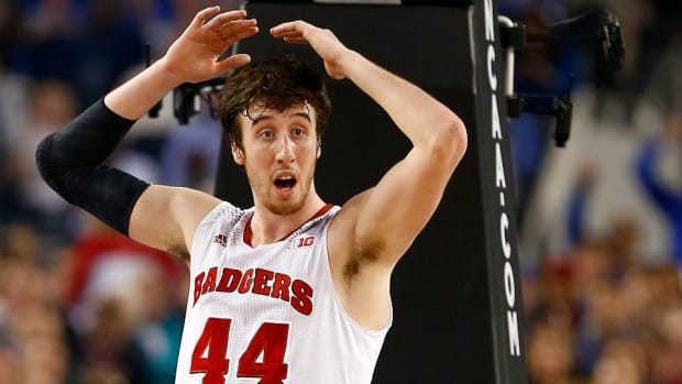 Wisconsin Badgers' Frank kaminsky shows off his dance moves
