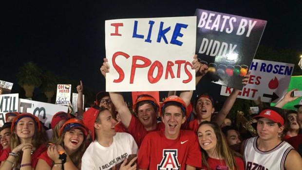 college-gameday-signs-arizona-ucla.jpg