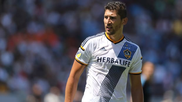 omar-gonzalez-transfer.jpg