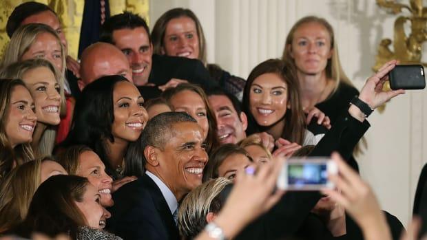 President-Barack-Obama-USWNT-494481838_master.jpg