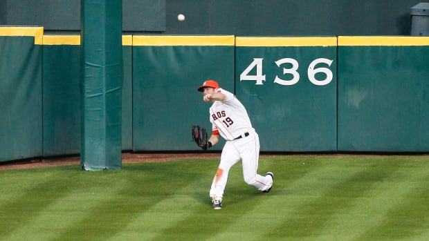 houston-astros-renovation-centerfield-hill-outfield-fences.jpg