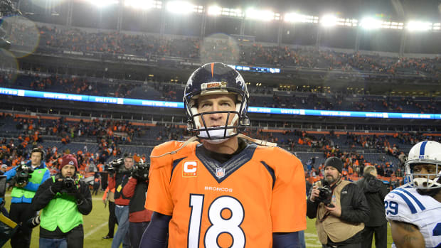 Report: Broncos, Peyton Manning restructuring contract IMAGE