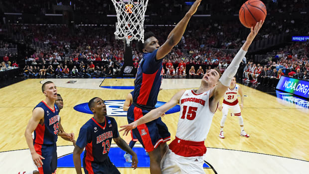 sam dekker wisconsin arizona elite eight story top