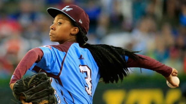 Watch Mo'ne Davis play with the Harlem Globetrotters
