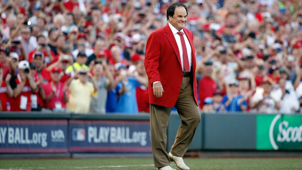 Reds great Pete Rose honored at MLB All-Star Game--IMAGE