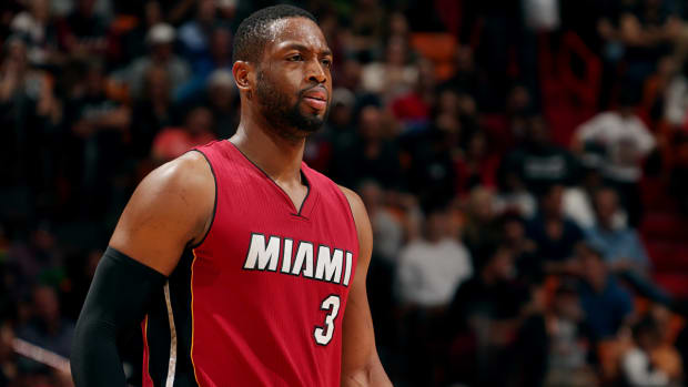 Report: Heat expect Dwyane Wade to miss 'extended period' of time IMAGE