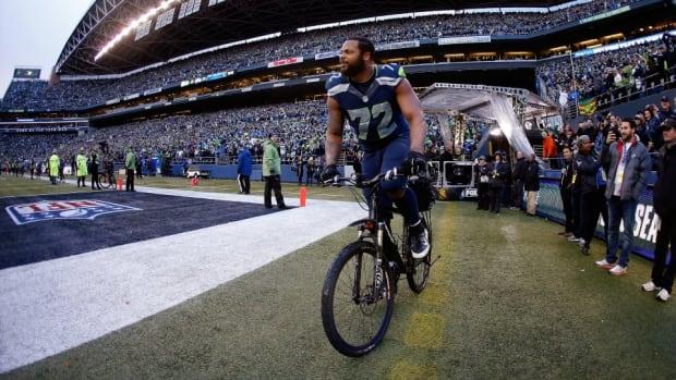 Seahawks DE Michael Bennett's celebratory bike ride is a wonderful meme