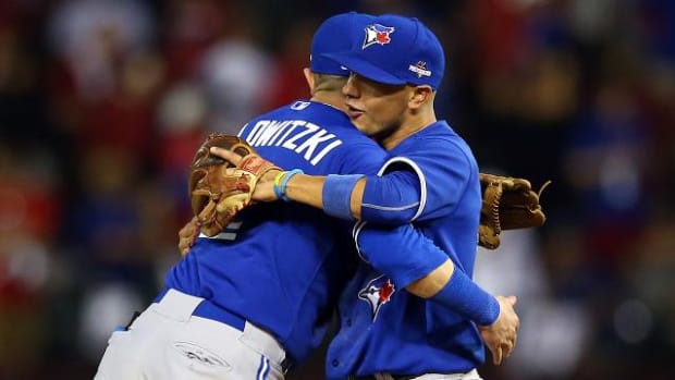 Blue Jays avoid elimination, beat Rangers 5-1 - IMAGE