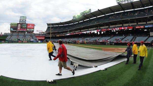 helicopter-dries-angels-stadium-field-rainout-icon.jpg