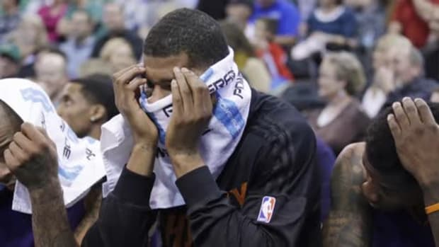 Phoenix Suns suspend Markieff Morris two games after throwing towel at coach -- IMAGE