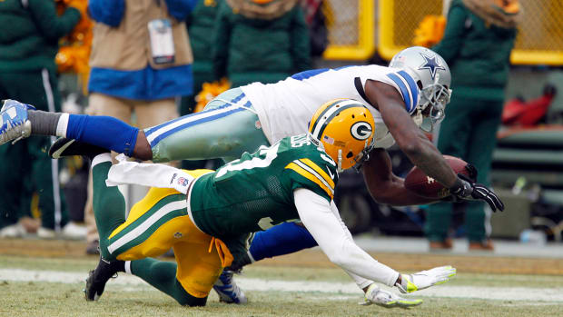Twitter reacts to controversial Dez Bryant catch