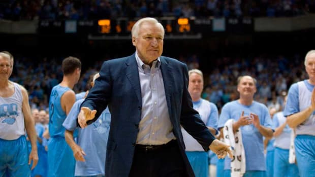 Dean Smith dies players coaches mourn his death north carolina