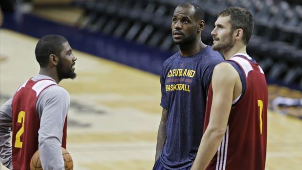 Will Cavs 'Big 3' feel heat like LeBron did in Miami?