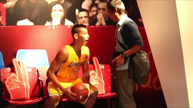 Lakers Jeremy Lin Surprises patrons at Madame Tussauds in San Francisco