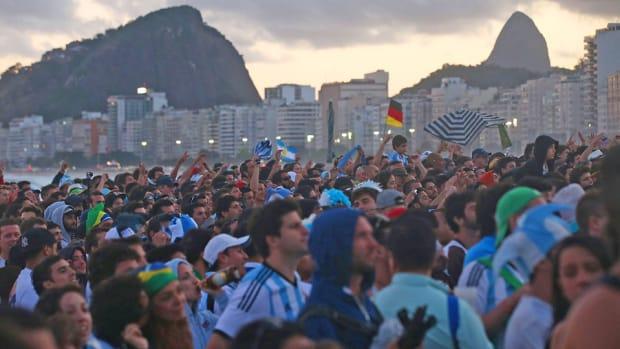 Copacabana-beach-fans-world-cup