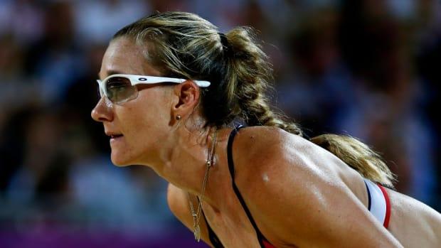 Kerri Walsh wants Russell Wilson, Colin Kaepernick to play volleyball