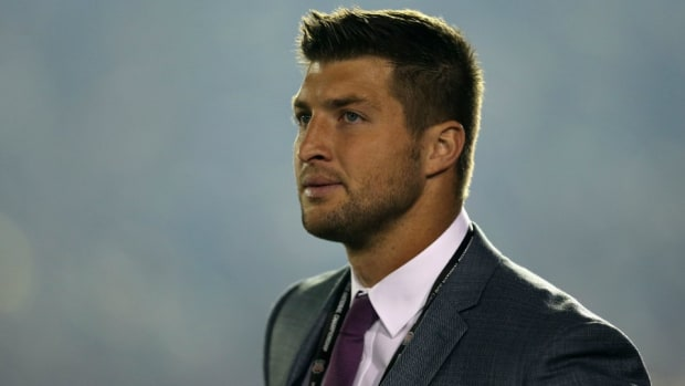 Tim Tebow surprises family by paying Walmart layaway bill for Christmas