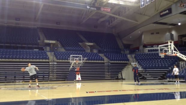 Gonzaga player sets world record for behind-the-back shot at 47-feet