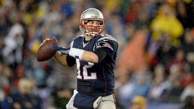 Tom-Brady-even-great-at-chugging-beer.jpg
