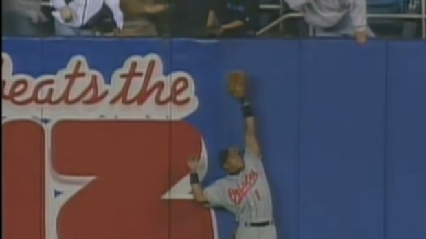"""Baltimore Orioles' Buck Showalter wants to give Derek Jeter a photo of his 1996 ALCS """"home run"""""""