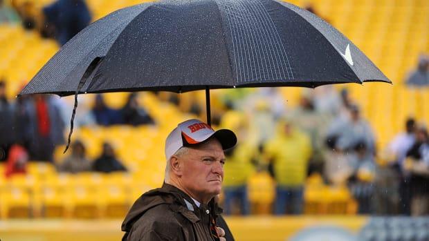 jimmy-haslam-umbrella.jpg