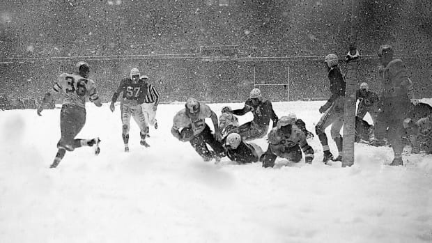 1948-Eagles-Cardinals-Stan-Van-Buren-snow.jpg