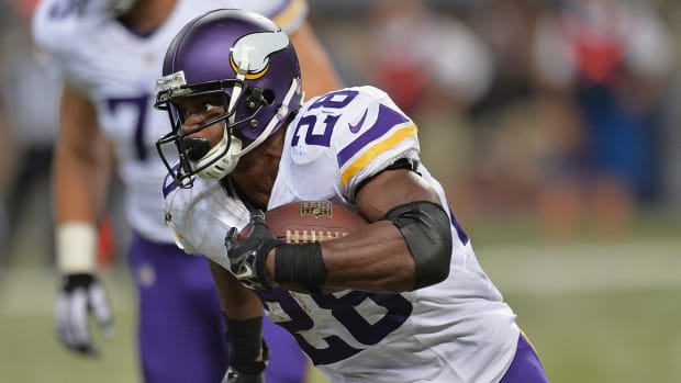 Report: Adrian Peterson reaches plea deal in child abuse case