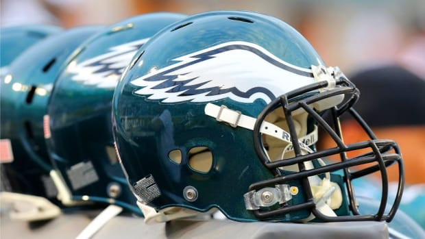 Philadelphia Eagles get help from Bradley cooper in new video