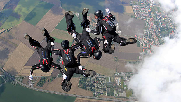 golden-knights-skydiving-lead.jpg