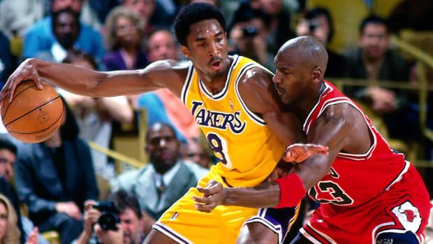 Kobe Bryant passes Michael Jordan 960