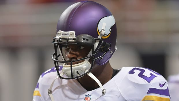 Adrian Peterson to plead not guilty Wednesday