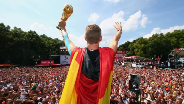 World Cup Trophy damaged