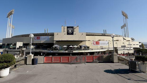 raiders stadium lease extension