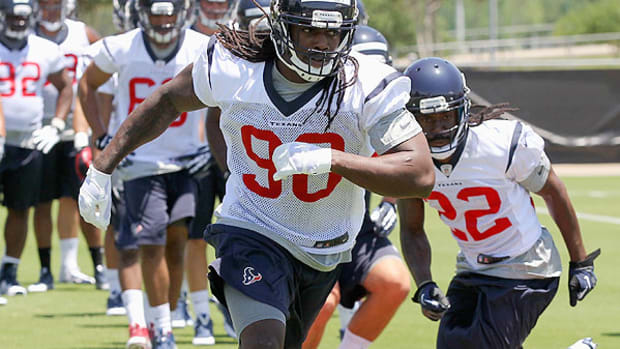 houston-texans-jadeveon-clowney-hernia-surgery-out-until-training-camp.jpg