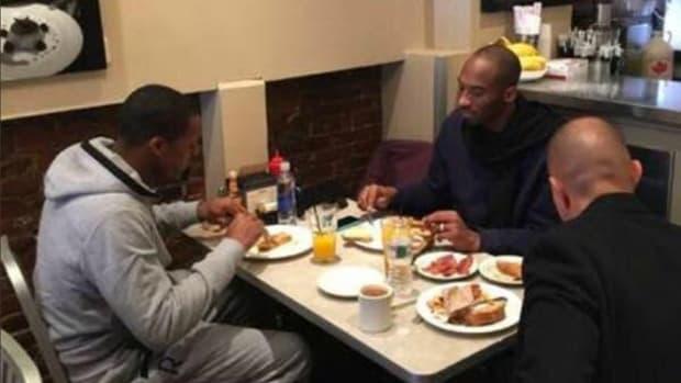 Kobe Bryant, Rajon Rondo eat breakfast together in Boston IMAGE