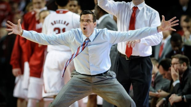 Nebraska coach Tim Miles agrees to tattoo bet with players