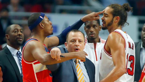 Bulls' Joakim Noah and Wizards' Paul Pierce get into fight during preseason game