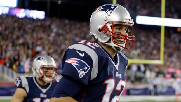 Tom Brady and Julian Edelman play hot potato after touchdown