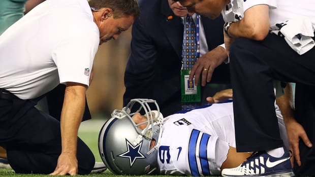 Report: Tony Romo has back fractures, could play Sunday - image